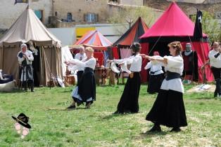 troupe de danseuse à la foire du roy rené