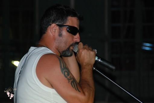 chanteur du groupe blackout flassans à soirée américaine route 66 tourves