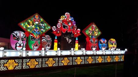 lanternes chinoises de masques chinois géants à gaillac famille tout à dire