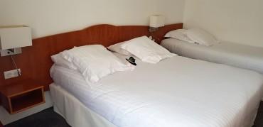 chambre d'hôtel à Hôtel Abrial Cannes Famille Tout à Dire